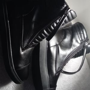 European black 40 boots